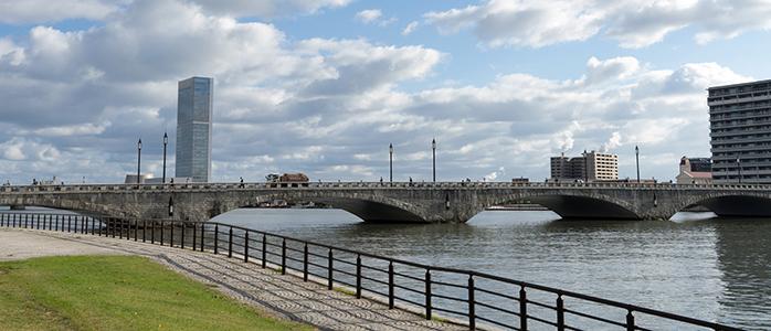 新潟市中央区の萬代橋
