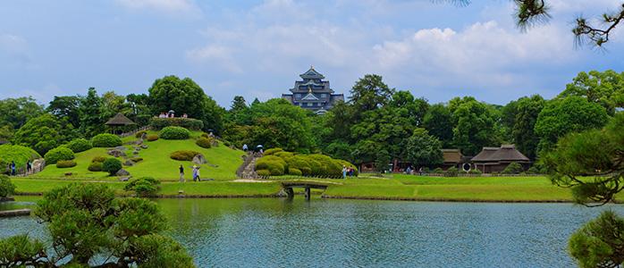後楽園から眺める岡山城の天守閣