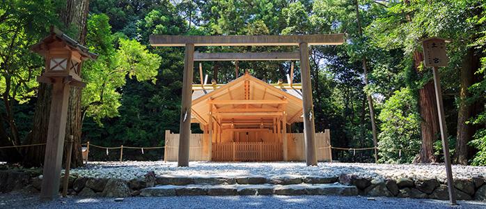 新緑の季節の伊勢神宮