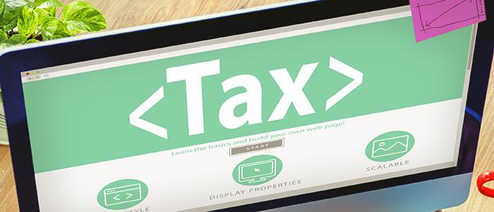 「Tax」と表示されたPCモニター
